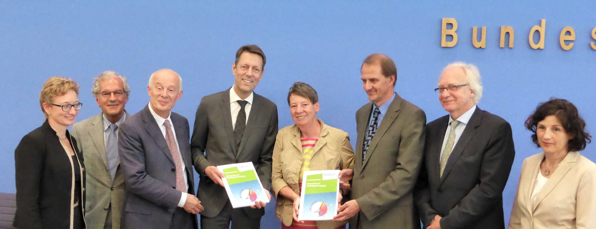 "Presentation of the report ""Climate Protection as a World Citizen Movement"" to the Federal Government"