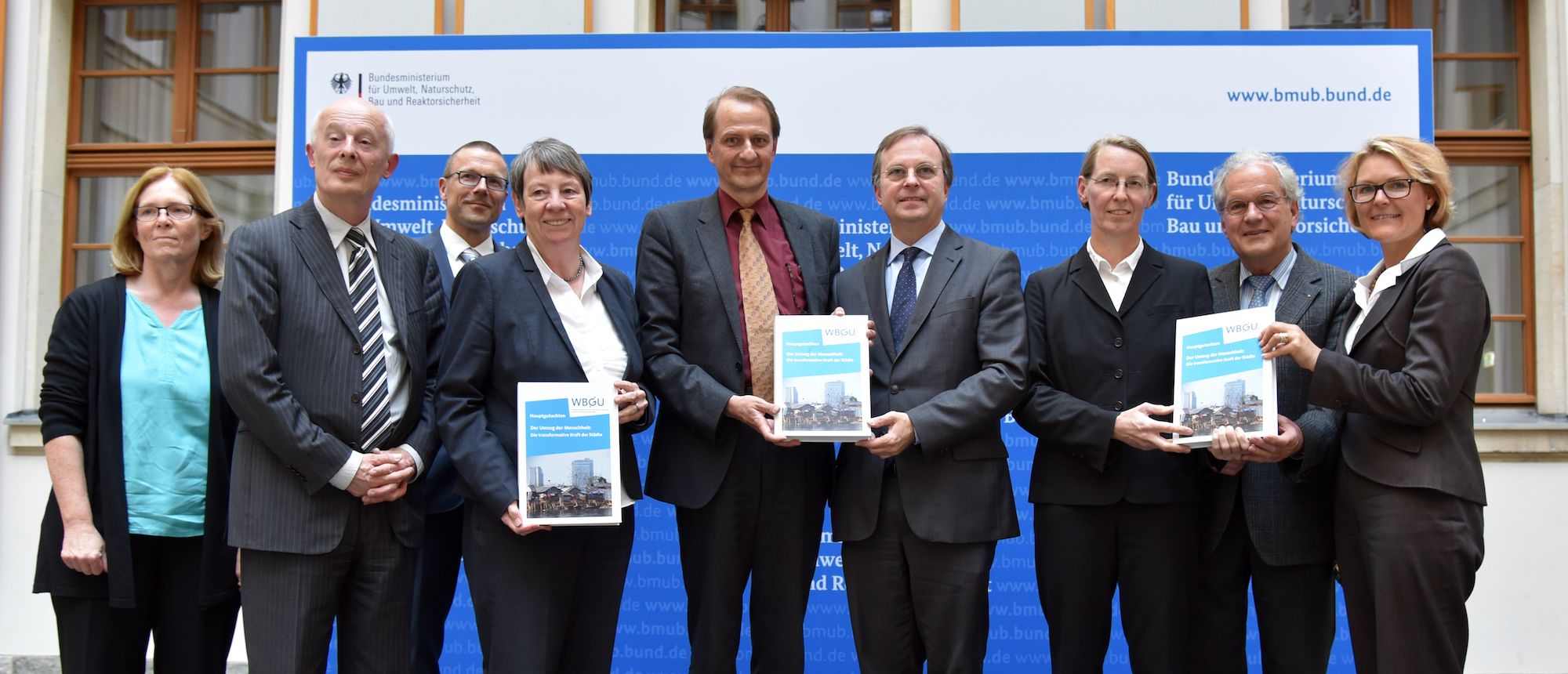 "Submission of the report ""Humanity on the move: Unlocking the transformative power of cities"" to the German Federal Government."