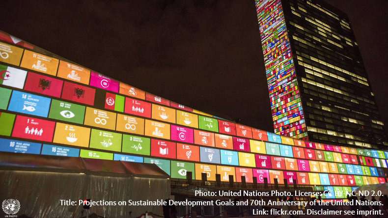 Photo: United Nations Photo. License: CC BY-NC-ND 2.0. Title: Projections on Sustainable Development Goals and 70th Anniversary of the United Nations. Link: flickr.com. Disclaimer see imprint.